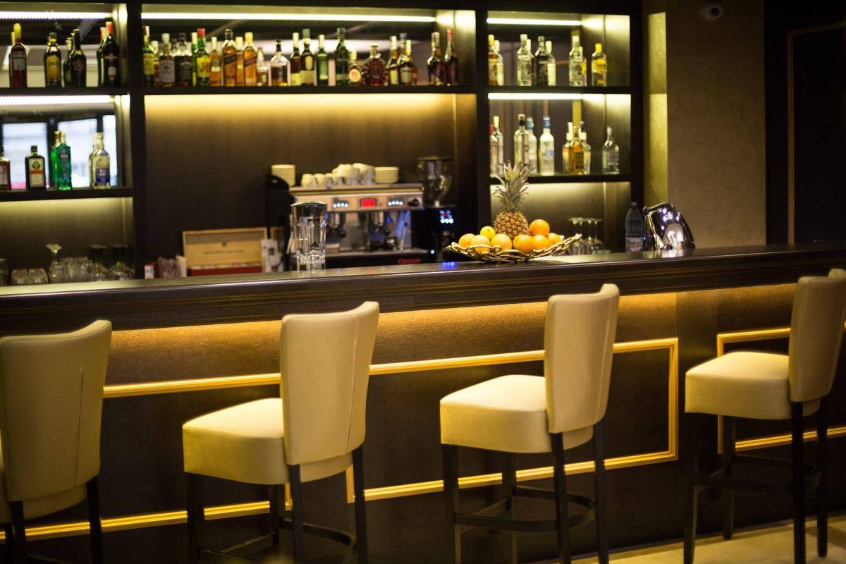 hotel_ambasador_cafenea